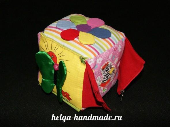 Мягкий развивающий кубик для малышей своими руками