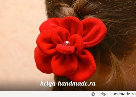 Резинка для волос с объемным цветком