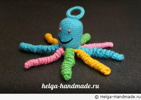 Вяжем погремушку-осьминога своими руками