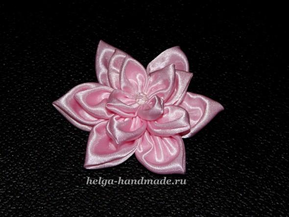 Объемный цветок из ткани
