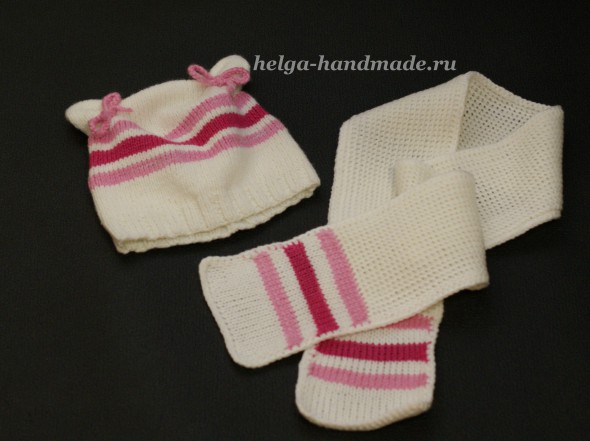Вязаный комплект: шапочка с ушками и шарфик малышам