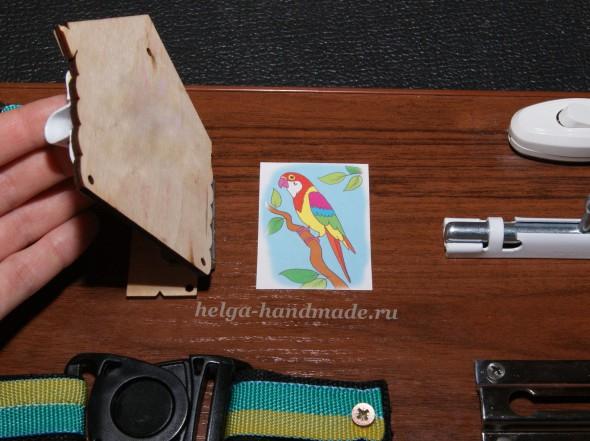 Делаем детскую развивающую доску с замочками для малышей (в домике за дверцей сидит попугай)