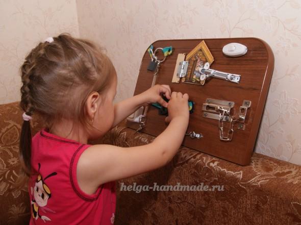 Развивающая доска с замочками для малышей