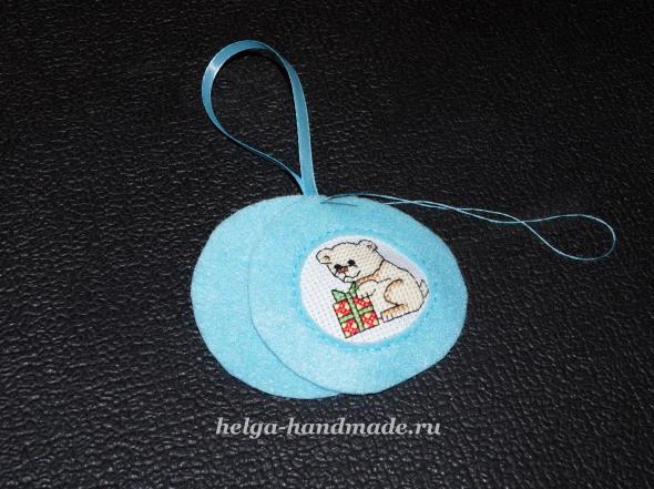 Шьем елочную игрушку из фетра с вышивкой