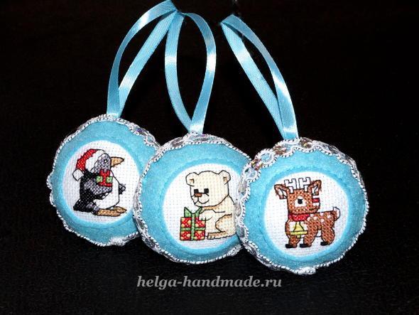 Ёлочные игрушки из фетра с ручной вышивкой