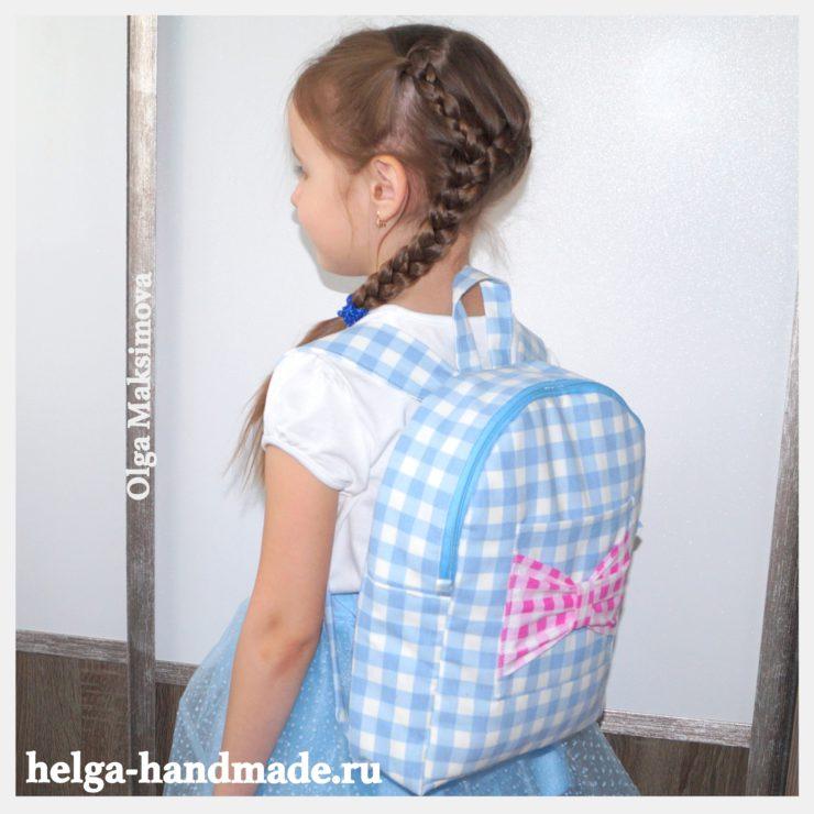 8f29e6bff939 На днях старшая дочка попросила сшить ей рюкзак. Она сама выбрала ткань для  него и сказала, что обязательно нужен бантик. Вчера у меня получился вот  такой ...