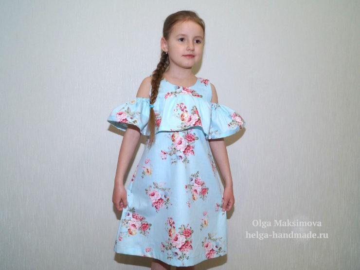 Для младшей дочки я сшила платье с воланом и рукавами-крылышками. На оба  плятья у меня ушло 1,5м сатина при ширине 160 см. 0b519b6487d