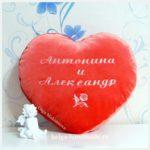Сердце-подушка с индивидуальной вышивкой